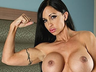 free muscle girl to chat with